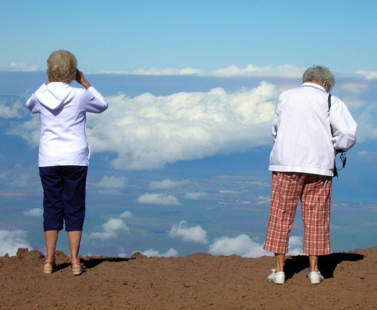 2 ladies looking a view